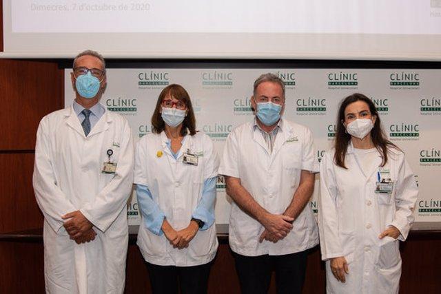 El responsable del programa de neurocirurgia funcional de l'Hospital Clínic, Jordi Rumià; la directora de l'Institut de Neurociències, Fina Castro; el neuròleg Francesc Valldeoriola i la cap d'Epilèpsia, la Dra Mar Carreño. 7 d'octubre del 2020. (H)
