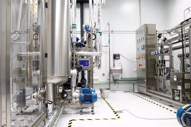 Una sala de la Nave de Producción de medicamentos del Laboratorio del Centro Militar de Farmacia de la Defensa en la base logística de San Pedro, en Colmenar Viejo/Madrid (España) a 16 de abril de 2020.