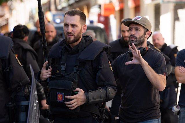 Rodrigo Sorogoyen y Raú Arévalo en el rodaje de Antidisturbios