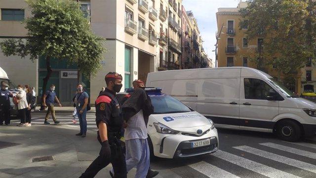 Un detingut en el dispositiu contra la venda de droga al Raval de Barcelona i altres ciutats de l'àrea metropolitana. Barcelona, Catalunya (Espanya), 7 d'octubre del 2020.