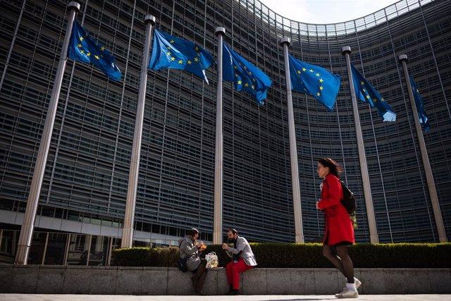 AMP.- UE.- Bruselas emitirá bonos sociales para financiar el fondo de 100.000 mi