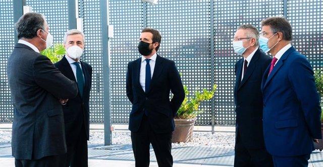 El líder del PP, Pablo Casado, se reúne con cuatro exministros de Justicia del PP: Ángel Acebes, José María Michavila, Alberto Ruiz Gallardón y Rafael Catalá.  También asist el secretario de Justicia del PP, Enrique López. Madrid, a 7 de octubre de 2020.