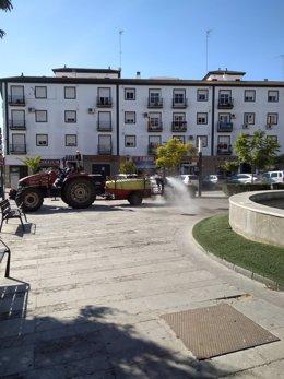 El Ayuntamiento de Bollullos Par del Condado (Huelva) realiza labores de desinfección en el municipio.