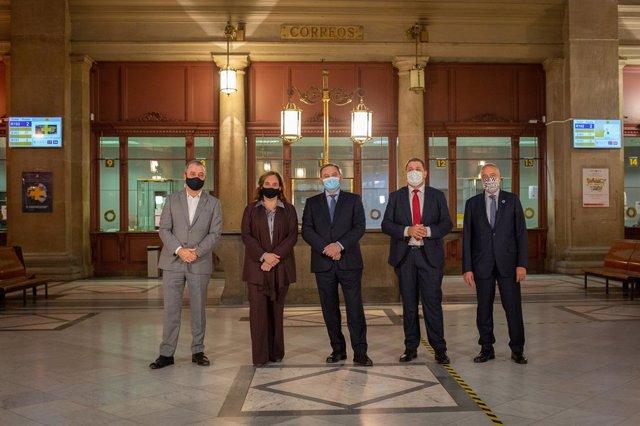 Jaume Collboni, l'alcaldessa Ada Colau, el ministre Jose Luis Ábalos, el president de Correus, Juan Manuel Serrano i Pere Navarro (CZFB)