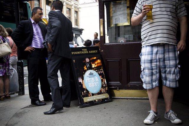 Coronavirus.- Escocia anuncia el cierre de pubs y restaurantes para frenar el av