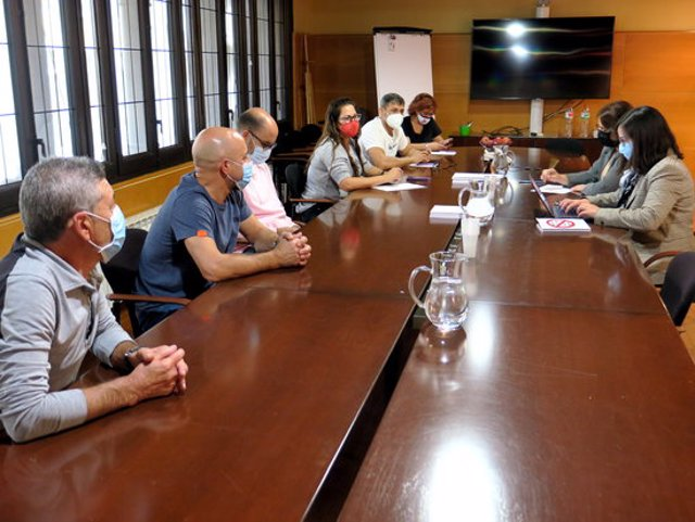 Pla general on es pot veure un moment de la reunió entre el govern municipal de la Paeria i el Comitè d'Empresa d'Eysa, sobre la municipalització del servei de zona blava i grua, el 7 d'octubre de 2020. (Horitzontal)