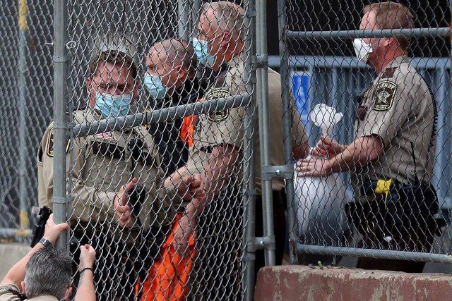 EEUU.- El policía imputado por el asesinato de George Floyd, en libertad bajo fi