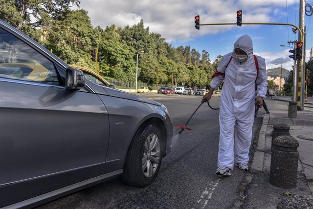Trabajos de desinfección frente al coronavirus en Bogotá