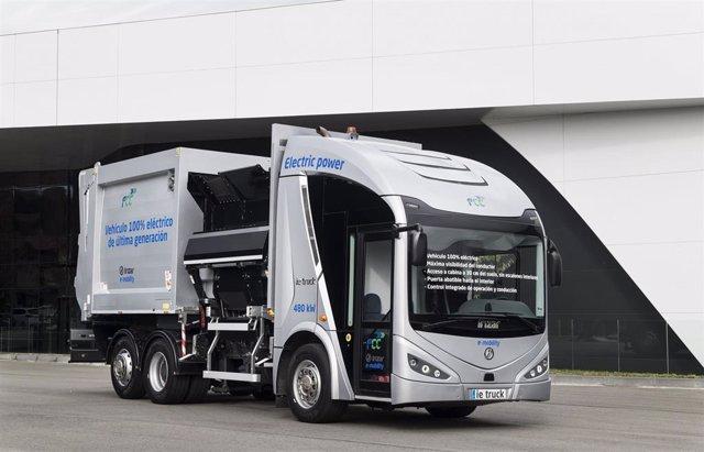 Vehículo recolector-compactador eléctrico plug-in autocargable ie-Urban, desarrollado con la plataforma FCC de e-movilidad