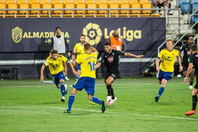 Luis Suarez of Granada during the spanish league, LaLiga, football match played between Cadiz Club Futbol and Granada Club Futbol at Ramon de Carranza Stadium on October 4, 2020 in Cadiz, Spain.