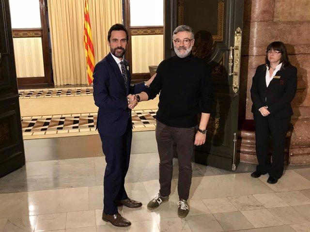 El president del Parlament, Roger Torrent, i Carles Riera (CUP) en una reunió el 2018.