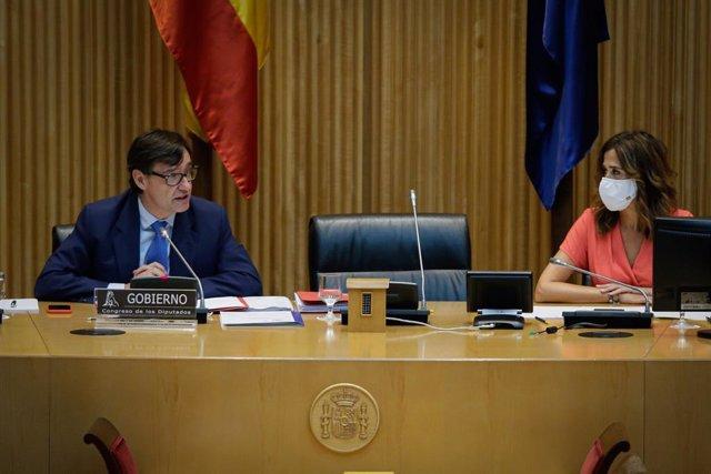 La presidenta de la Comisión de Sanidad y Consumo en el Congreso de los Diputados, Rosa Romero Sánchez, escucha la comparecencia del ministro de Sanidad, Salvador Illa. En Madrid (España), a 30 de julio de 2020.