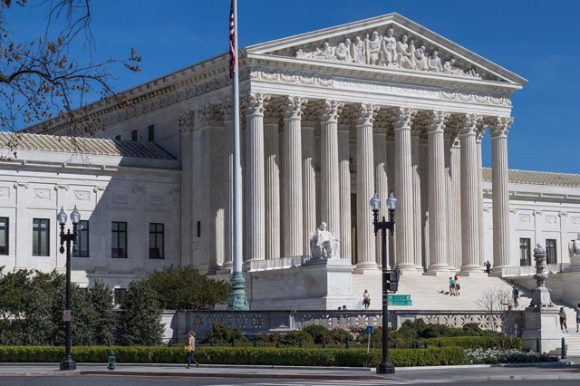 El Supremo de Estados Unidos escucha los argumentos de Google y Oracle en su bat