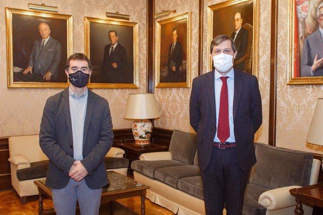 Eduardo Santos recibe al cónsul honorario de Ecuador, Álvaro Balibrea