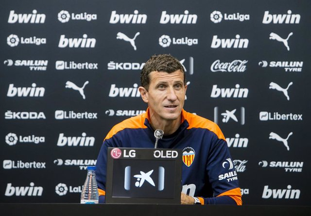 Fútbol.- Javi Gracia confirma su continuidad tras poner su cargo a disposición d