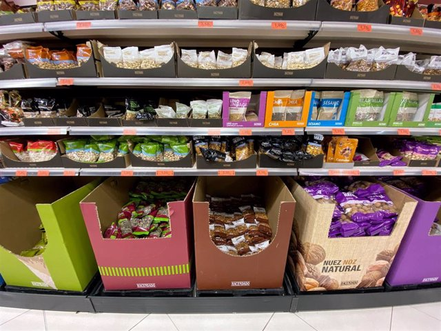 Sección de frutos secos en un supermercado de Madrid.