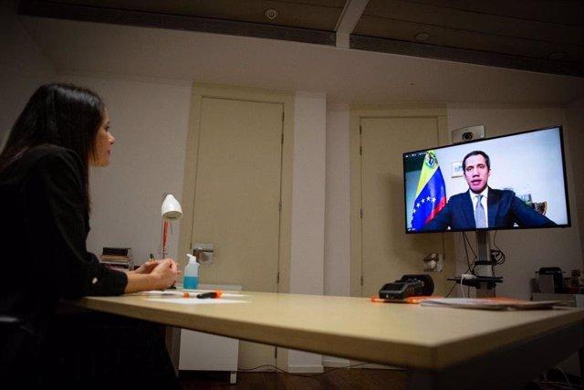 """Arrimadas transmite por videollamada a Guaidó el apoyo de Ciudadanos: """"Sois un e"""
