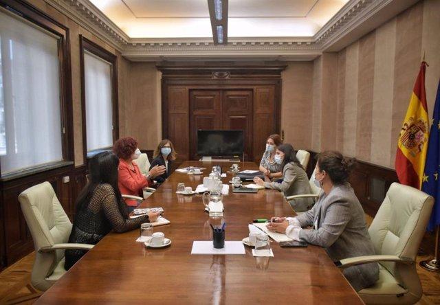La Ministra de Igualdad, Irene Montero, y su equipo, se reúne con una representación de la Asociación de Clínicas de Interrupción Voluntaria del Embarazo (ACAI)