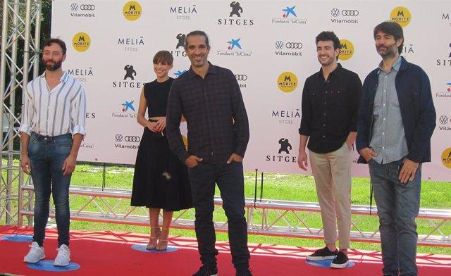 Presentació de 'Malnazidos', amb els directors Javier Ruiz Caldera i Alberto de Toro i els actors Miki Esparbé i Aura Garrido