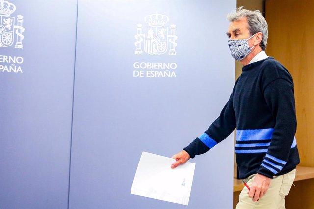 El director del Centro de Coordinación de Alertas y Emergencias Sanitarias (CCAES), Fernando Simón, a su llegada para comparecer en rueda de prensa en el Ministerio de Sanidad, para informar de la evolución de la pandemia, en Madrid (España), a 8 de octub