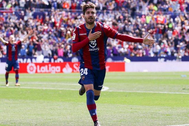 """Fútbol.- Campaña: """"Había interés del Atlético, pero parece que los clubes andan"""