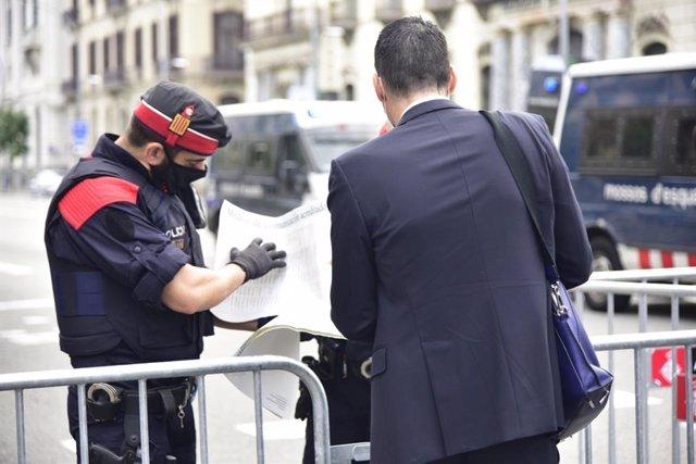 Dispositiu policial a l'estació de França de Barcelona per la visita del rei Felip VI a la BNEW.