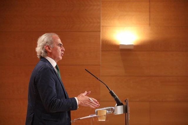 El consejero de Sanidad, Enrique Ruiz Escudero, ofrece una rueda de prensa en la Real Casa de Correos