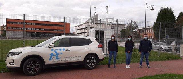 ?Personal Del Centro Nacional De Sanidad Ambiental (CNSA) Del ISCIII, Junto Al Área De Medición De Calidad Del Aire De Gijón, En Asturias.