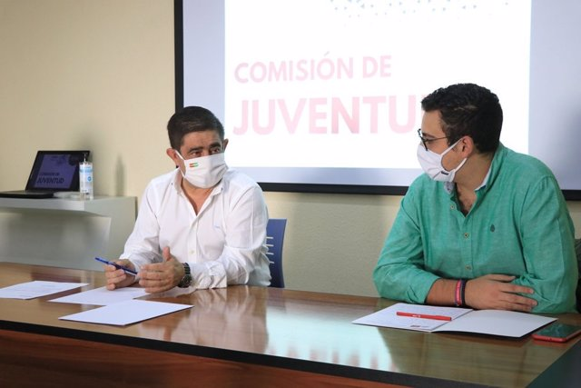 Reyes y Martínez en la Comisión de Juventud.