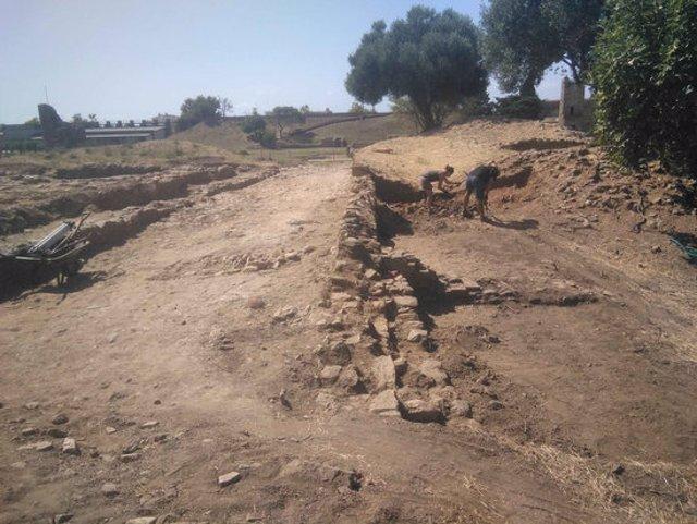Pla mitjà dels treballs que han fet els arqueòlegs els darrers mesos a la Ciutadella de Roses aquest divendres 9 d'octubre de 2020. (Horitzontal)