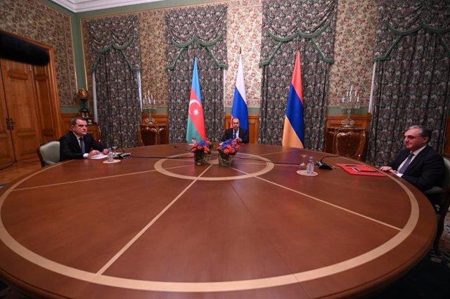 """Armenia/Azerbaiyán.- Armenia y Azerbaiyán acuerdan un alto el fuego """"humanitario"""
