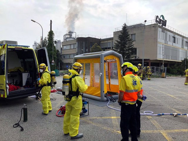 Efectius dels Bombers i del SEM en la fuita d'àcid clorhídric en una empresa química alimentària de Martorell, el 10 d'octubre del 2020 (Horitzontal).