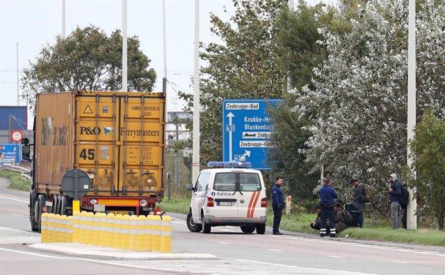 Alemania.- Un grupo de migrantes consigue escapar de un camión antes de asfixiar