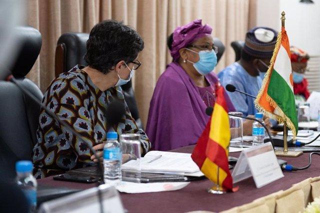 La ministra d'Afers exteriors, Arancha González Laya, i la ministra de Planificació del Níger, Aïchatou Boulama Kané.
