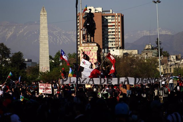 Nova jornada de manifestacions a plaça Baquedano de Santiago de Xile