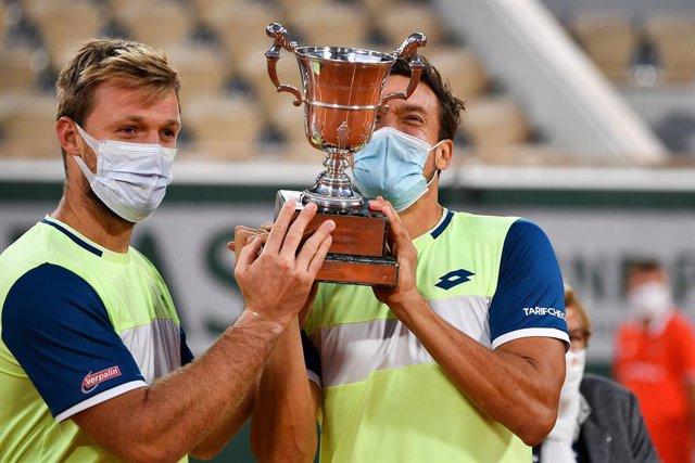 Tenis/Roland Garros.- Los alemanes Krawietz y Mies repiten título de dobles en R