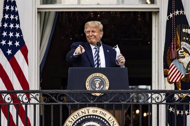 EEUU.- Trump reaparece en público en un acto de campaña diez días después del po