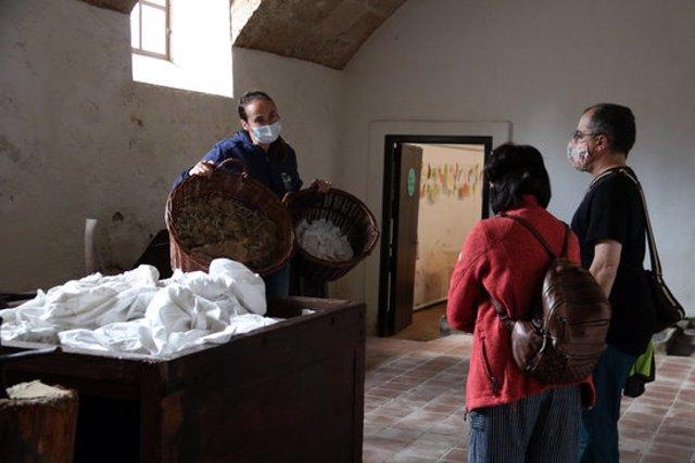 Una visita guiada al Museu Molí Paperer de Capellades. Imatge publicada l'11 d'octubre de 2020. (Horitzontal)