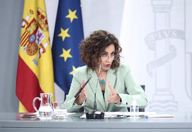La ministra portaveu i d'Hisenda, María Jesús Montero, intervé en una roda de premsa posterior al Consell de Ministres a La Moncloa, a Madrid (Espanya), el 6 d'octubre del 2020.