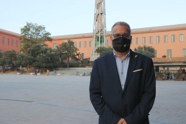Pla mitjà de l'alcalde de Palafrugell, Josep Piferrer, aquest divendres 9 d'octubre de 2020 a la Plaça de Can Màrio. (Horitzontal)