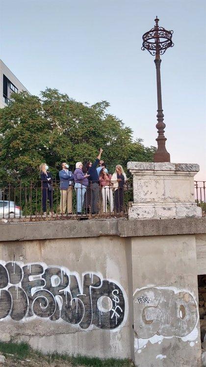 El PP de Sevilla pide la restauración y adecentamiento de la pasarela regionalista sobre el antiguo cauce del Guadaíra