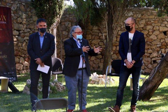 Pla obert del director de Tarraco Viva, Magí Seritjol; del conseller de Patrimoni de l'Ajuntament de Tarragona, Hermán Pinedo, en el debat inaugural de la XXII edició de Tarraco Viva. Imatge de l'11 d'octubre del 2020 (Hortizontal).