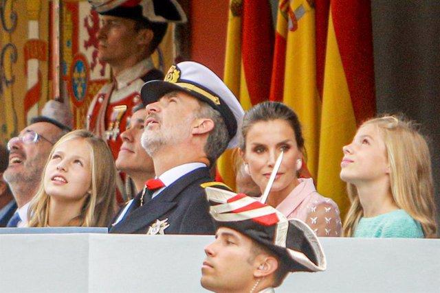 Els reis Felip i Letícia, la princesa Elionor i la infanta Sofia en la desfilada del 12 d'octubre del 2019