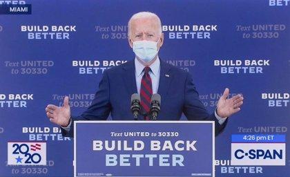 Biden aventaja a Trump en 12 puntos en una encuesta realizada tras la hospitalización del presidente