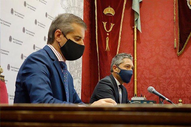 Los portavoces del equipo de gobierno de Granada César Díaz y Manuel Olivares, en imagen de archivo.
