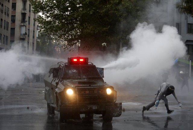 Aldarulls entre manifestants i Carabineros a Santiago de Xile