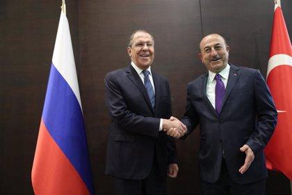 Rusia y Turquía instan a Azerbaiyán y a Armenia a respetar el alto el fuego
