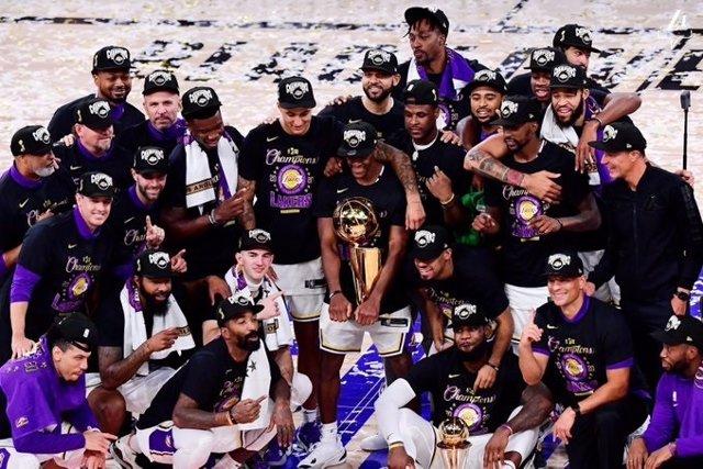 Baloncesto/NBA.- Los Angeles Lakers conquistan su 17º anillo y homenajean a Kobe