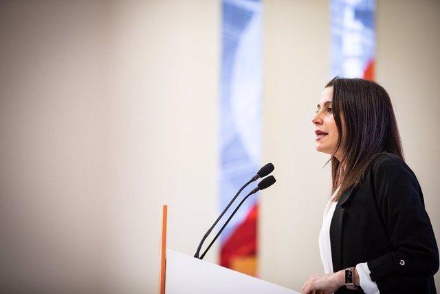 La presidenta de Ciutadans, Inés Arrimadas, en roda de premsa a la seu del partit.