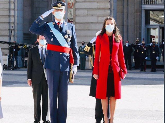 La reina Letícia i el rei Felip que han presidit el dia de les Forces Armades.